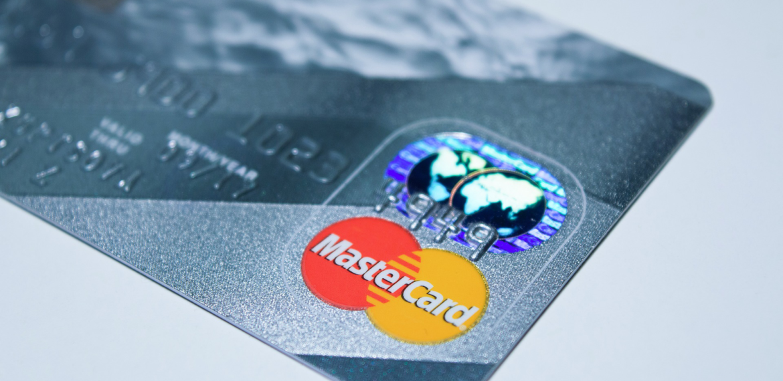 Servizi bancari di base: i conti correnti e le carte